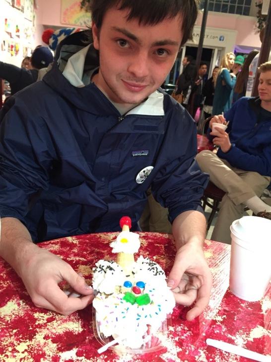 Anton happy sundae
